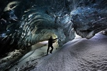 Fjalljokull,ice cave,Iceland,Iceland ice cave,the Wave Cave,Wave Cave,blue ice,crystal cave,curl,2014,honora Bauman,expl