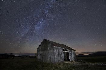 Norman Ridge old barn under the Milky Way stars