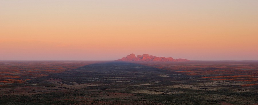 Uluru,Kata Tjuta,National Park,Ayers Rock,sandstone,monolith,Outback,Australia,Nothern Territories,sunrise,shadow, photo