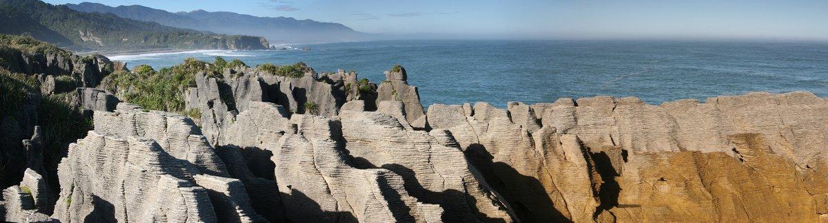 Paparoa National Park,Punakaki Pancake Rocks,must-see,sights,New Zealand,West Coast,South Island,tourist,bus,stops,blowh, photo